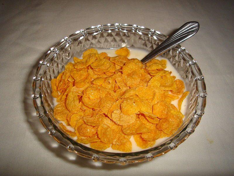800px-Cereal_con_yogur